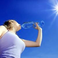 Cách uống nước hợp lý vào thời tiết nắng nóng